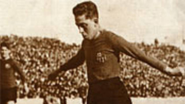 Photo of  Alcántara playing