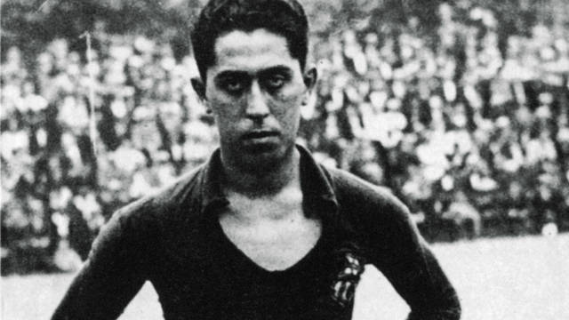 1912. Paulino Alcntaras Debut as a Legendary Goalscorer