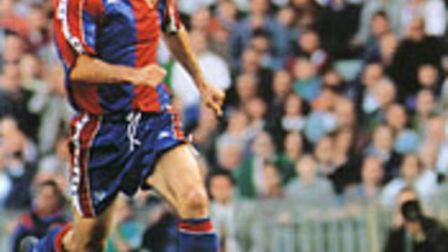 Photo of Hristo Stoichkov playing