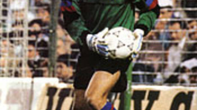 Photo of Zubizarreta about to punt the ball