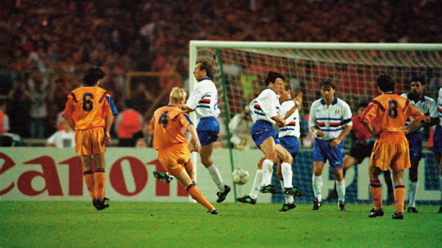 Photo of Koeman scoring the winning goal at Wembley