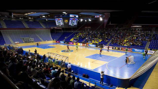 Vista general de un partido de hockey patines en el Palau Blaugrana