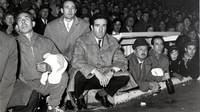 Old photo of the FC Barcelona manager's bench