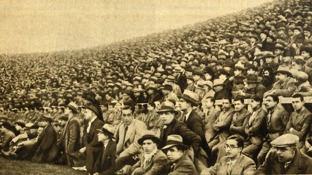 Picture of the crowd at Les Corts