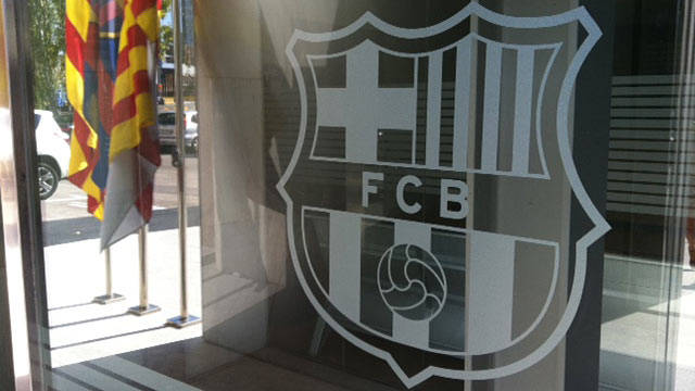 picture of the barça crest at the entrance to the main offices