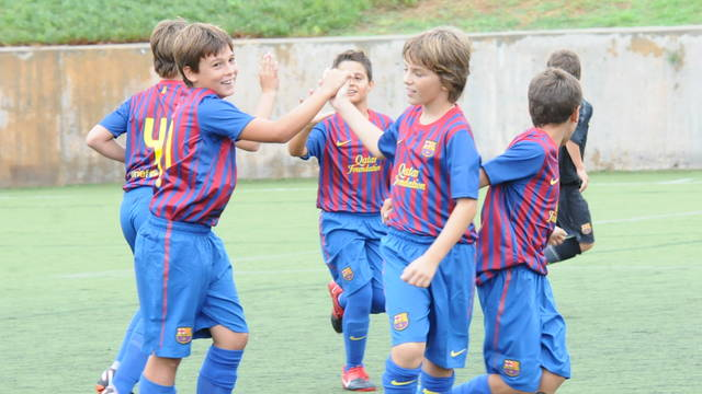 FCBEscola pupils doing an exercise