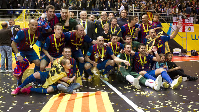Barça Alusport with the team's first European crown/ PHOTO: ÀLEX CAPARRÓS-FCB