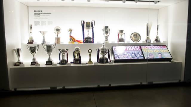 Las 17 copas 2011/12, en el Museo. FOTO: ÀLEX CAPARRÓS-FCB.