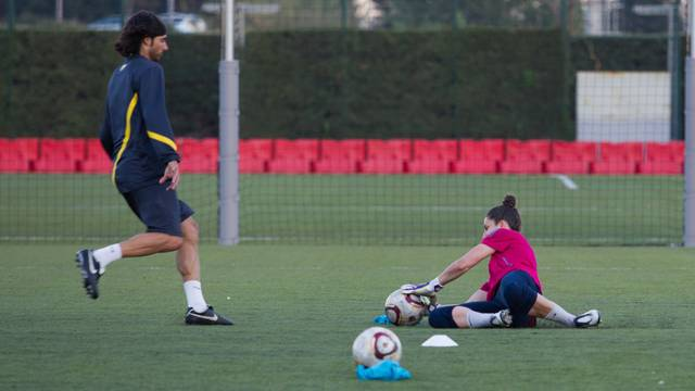 Sergi Uclés, the U18 team's new goalkeeping coach / PHOTO: ARXIU FCB