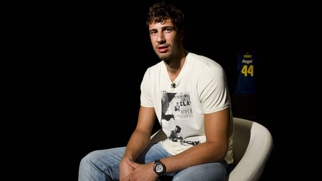 Bara TV interviews Ante Tomic / PHOTO: LEX CAPARRS - FCB