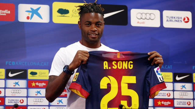 Alexandre Song, pendant la confrence de presse / PHOTO: MIGUEL RUIZ-FCB