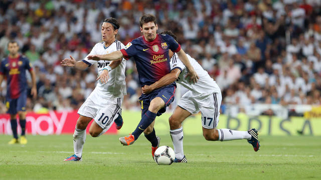 Arbeloa, against Messi / PHOTO: MIGUEL RUIZ-FCB