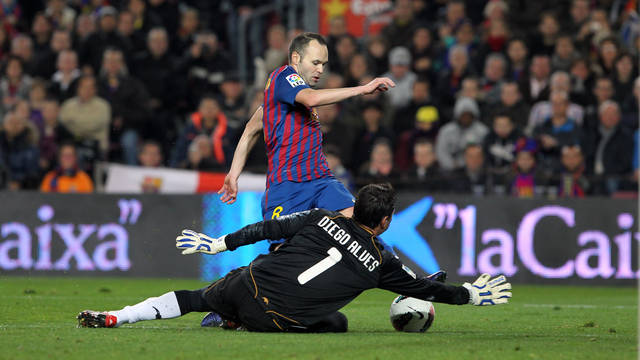 Andres Iniesta and Diego Alves/ PHOTO: ARXIU FCB