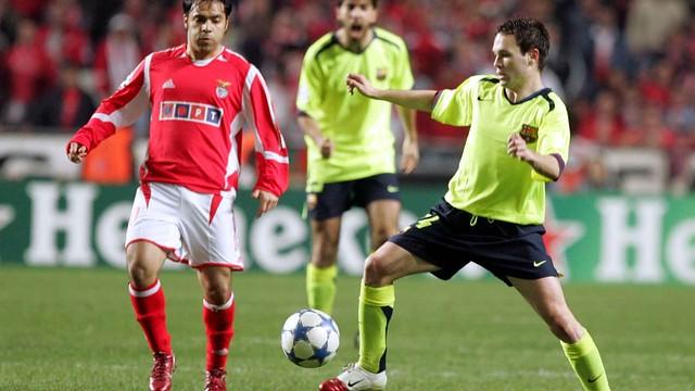 Iniesta at the Da Luz Stadium (2006) against Benfica. PHOTO: MIGUEL RUIZ-FCB.
