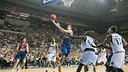 Rabaseda, en una penetraci contra els Mavericks / FOTO: GERMN PARGA-FCB
