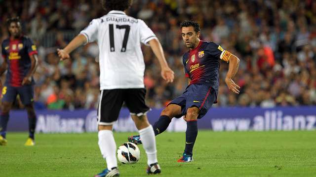 Xavi against Valncia / PHOTO: ARXIU FCB