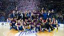Els jugadors, celebrant el títol. FOTO: ÁLEX CAPARRÓS - FCB