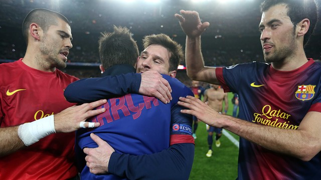 Messi i Villa s'abracen al final del partit / FOTO: MIGUEL RUIZ-FCB