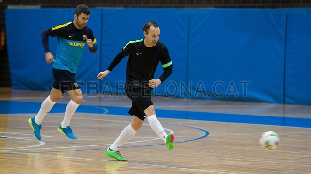 2013-03-04 MAKING OFF SPOT FUTSAL INIESTA - 021-Optimized
