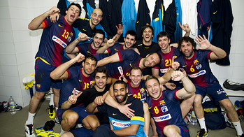 Los jugadores celebran el ttulo. FOTO: LEX CAPARRS - FCB