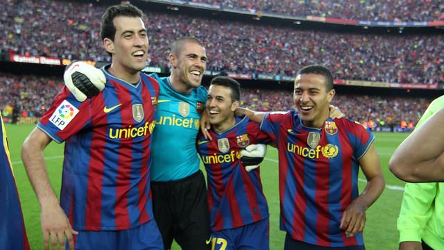 Busquets, Valdés, Pedro i Thiago celebren la Lliga 2009/10 / FOTO: ARXIU FCB