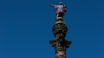 The monument to Christopher Columbus woke up on Wednesday morning wearing the Barça jersey / PHOTO: GERMÁN PARGA-FCB.