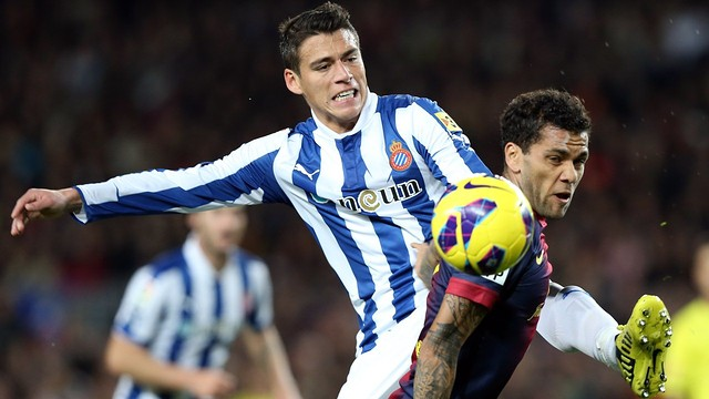 Dani Alves vs Espanyol / PHOTO: ARCHIVE - FCB