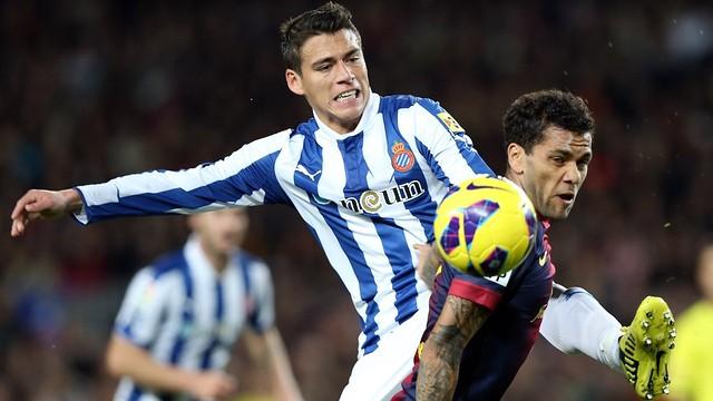 Dani Alves vs Espanyol / PHOTO: ARCHIVE - FCB