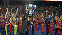 Vilanova and Abidal with the 22nd league title / PHOTO: MIGUEL RUIZ-FCB