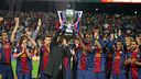 Vilanova i Abidal aixequen la 22a Lliga / FOTO: MIGUEL RUIZ-FCB