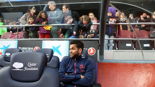 Dani Alves, a la banqueta del partit de Lliga entre el Barça i el Getafe / FOTO: MIGUEL RUIZ - FCB