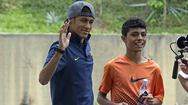 Neymar, with Syafiq / PHOTO: MIGUEL RUIZ-FCB