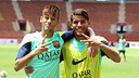 Neymar and Jonathan dos Santos in this morning's training session / PHOTO: MIGUEL RUIZ - FCB
