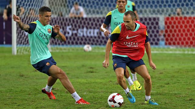 Iniesta and Tello in a training session / PHOTO: ARXIU FCB