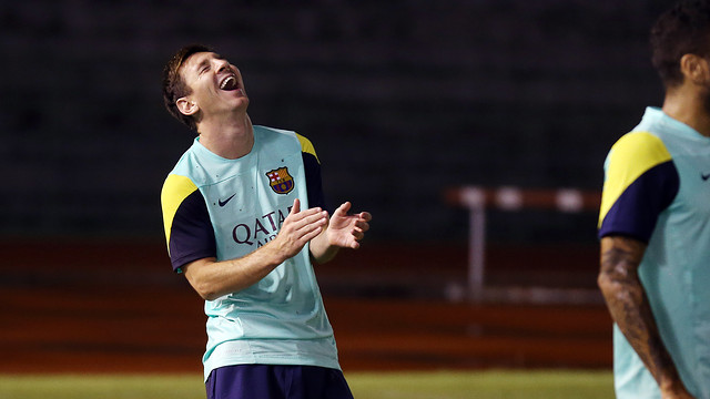 Messi laughing during a training session on the tour of Asia / PHOTO: MIGUEL RUIZ - FCB
