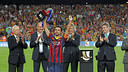 Xavi Hernández with the Spanish Supercup, his 25th trophy. / PHOTO: MIGUEL RUIZ-FCB