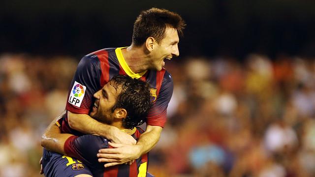 Messi, celebrando el gol con Fàbregas. FOTO: MIGUEL RUIZ — FCB