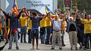 Els assistents que han format part de la cadena humana. FOTO: MIGUEL RUIZ - FCB