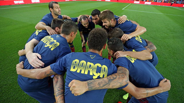 The players just before the Sevilla match. PHOTO: MIGUEL RUIZ - FCB