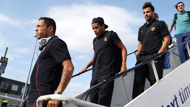Adriano, Dos Santos and Cesc leaving the plane / PHOTO: MIGUEL RUIZ - FCB