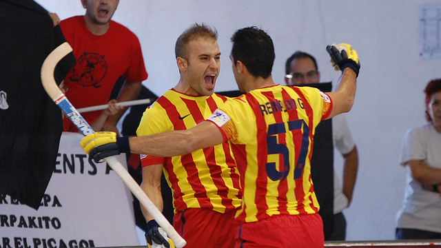 Marín and Reinaldo celebrate the former's goal