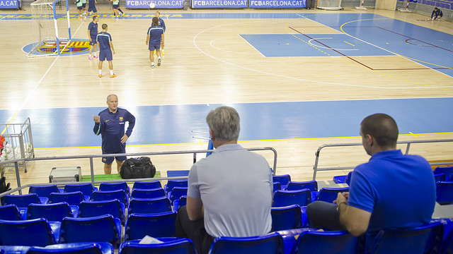 Two members of the Everton staff in the Palau