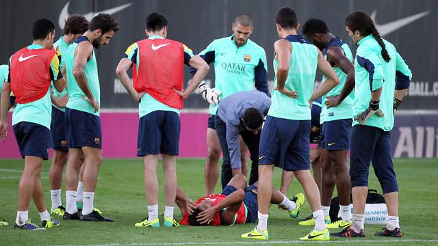 Dos Santos was injured in Wednesday's training / PHOTO: MIGUEL RUIZ-FCB