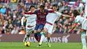 Neymar against Granada's players. FOTO: MIGUEL RUIZ - FCB