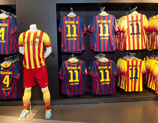 Home kit and away kit at FCBotiga Megastore