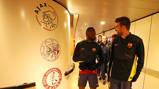 Song i Piqué, en el túnel de vestidors de l'Amsterdam Arena / FOTO: MIGUEL RUIZ - FCB