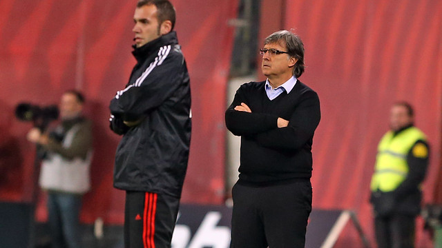 Martino watching the game from the sidelines in Bilbao.