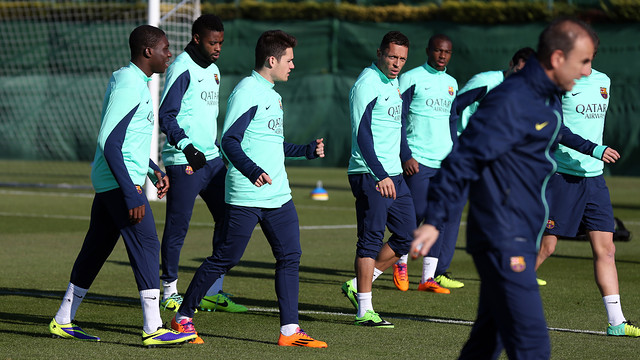 The first team players training with players from the Barça second team