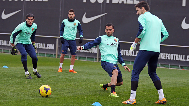 Dani Alves completed the full session this morning / PHOTO: MIGUEL RUIZ - FCB