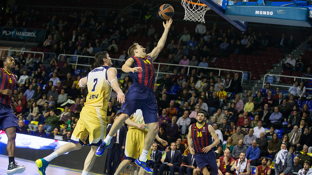 Oleson scoring a basket